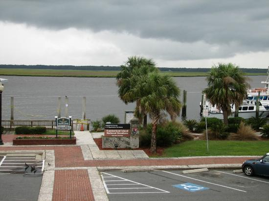 Riverview Hotel: View from the 2nd floor public balcony - Cumberland Island ferry on right