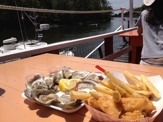 Chauncey Creek Lobster Pier: oysters and fish & fries