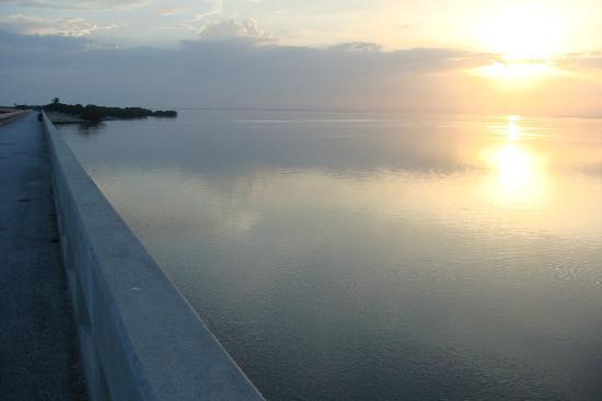 Deer Run Bed & Breakfast: A Beautiful Sunset on Water Like Glass!