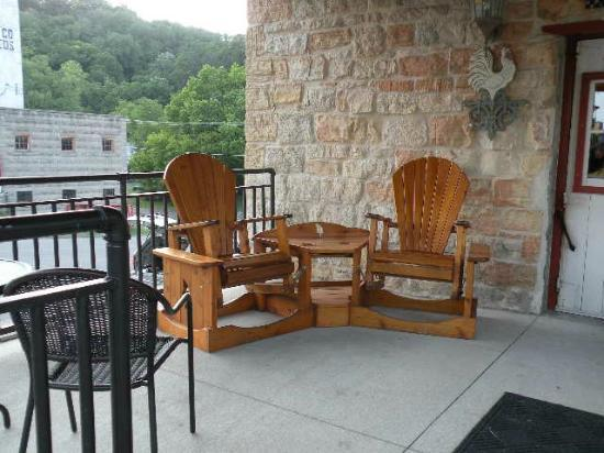Stone Mill Hotel & Suites: Front porch ...very welcoming!
