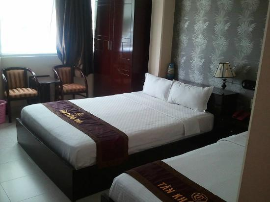Ava Saigon 2: Double bed with single bed next to it