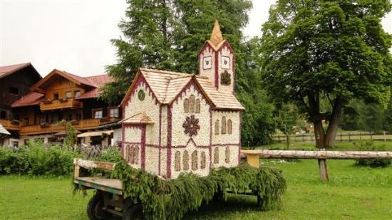 "Hotel Annelies: ....""Blumenkirche "" am Frühlingsfest...."