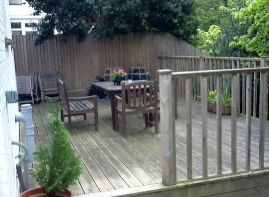 Norton Cottage Bed and Breakfast: GUEST DECKING