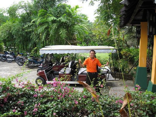 Nang Thong Bay Resort: Driver of the golf cart
