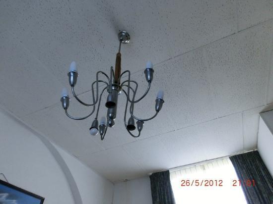 Hotel Sedes: Lampe Wohnbereich