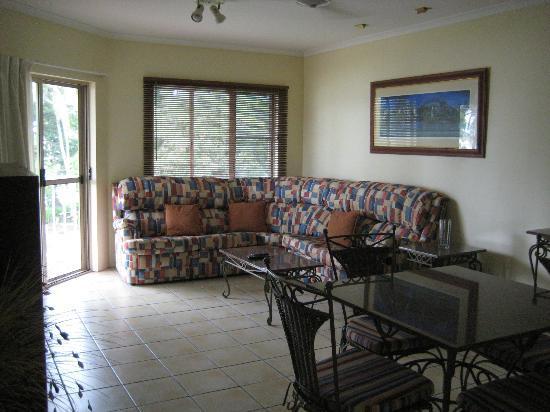 Cairns Beach Resort: Living Room