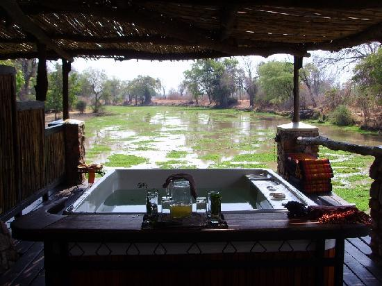 Bush-Spa: Jacuzzi overlooking the lagoon
