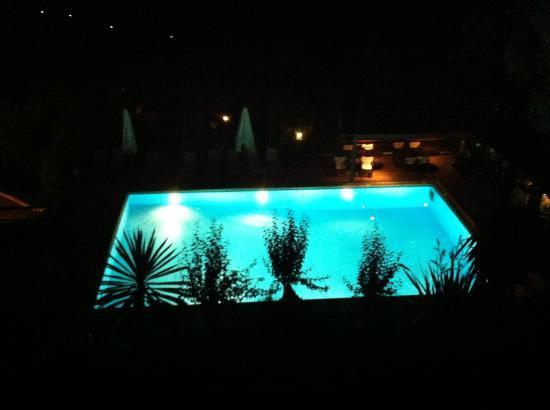 Kallisto Resort: The pool illuminated at night