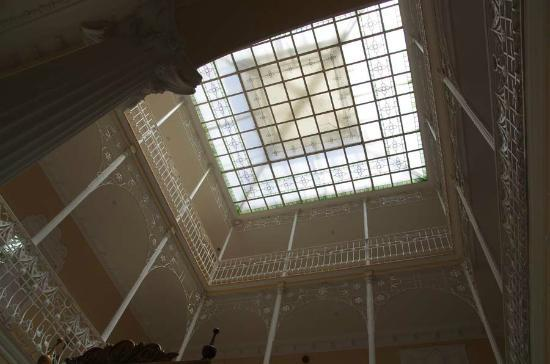 Hotel Victoria: ceiling of the hall