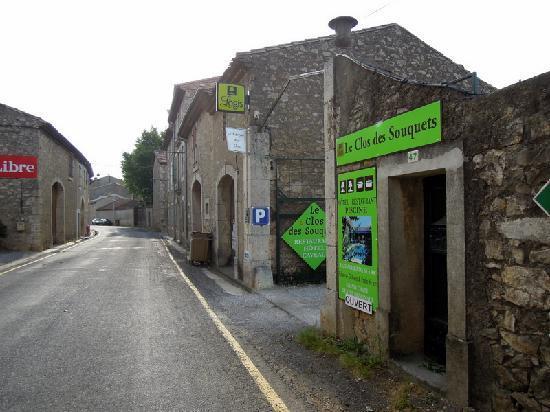 Logis Le Clos des Souquets : Entrance to Hotel