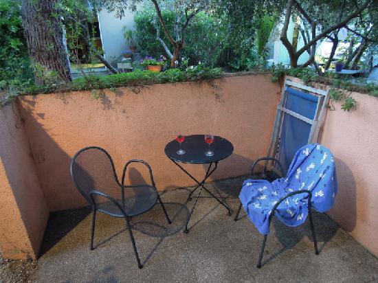 Logis Le Clos des Souquets : Our terrace