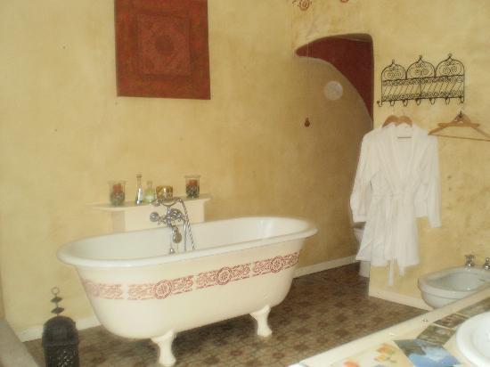 Le Patio des Senteurs: bath