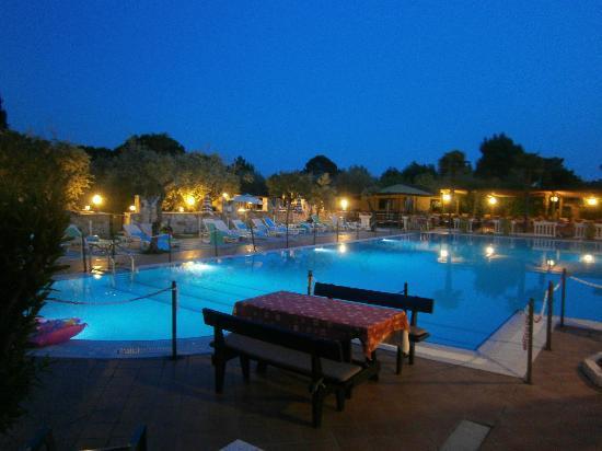 Camping Toscolano: Hotel Antico Monastero zwembad
