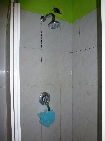 Hotel Mantova: shower