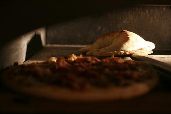 Le Bassano : Nos authentiques Pizzas Napolitaines