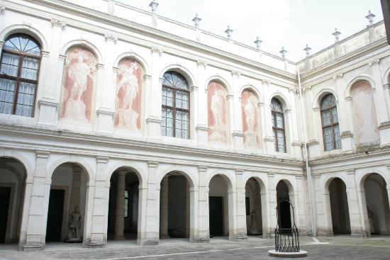 Interni Di Villa Pisani : Porticato interno picture of museo nazionale di villa pisani stra