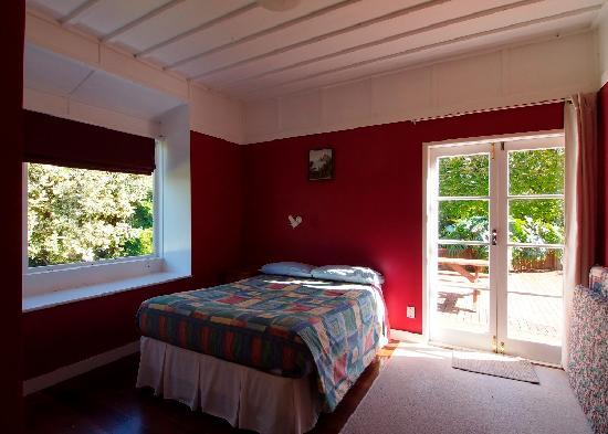 Kaiaua, Nowa Zelandia: Holiday House master bedroom