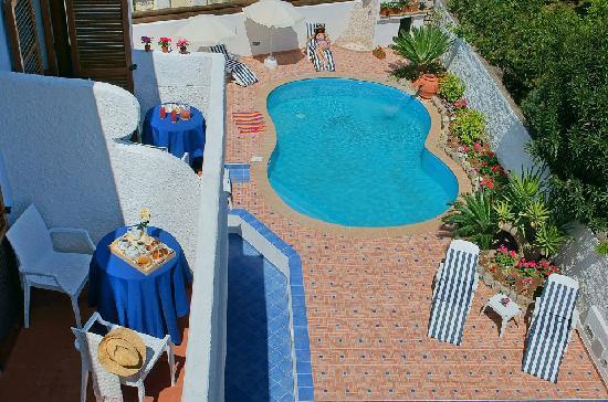 Iris Hotel: piscina
