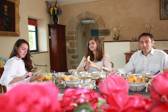 Manoir du Clos Clin : www.manoirclosclin.fr : petit déjeuner dans le séjour