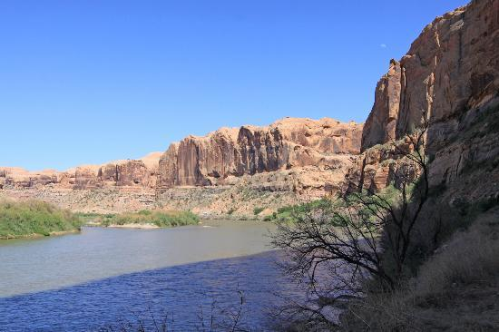 Colorado Riverway Recreation Area: Beautiful scenery courtesy of the Colorado