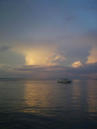 Solomon Kitano Mendana Hotel: Storm entering Honiara