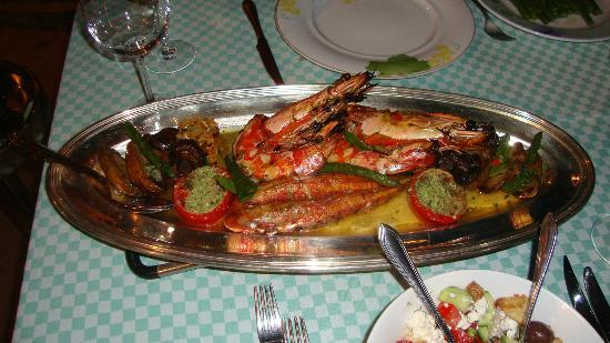 Le Vieux Village Restaurant: The Prawns and grilled fish the first night