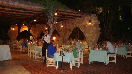 Le Vieux Village Restaurant at Le Meridien Limassol : Le Vieux Village at the Le Meridient in Limassol