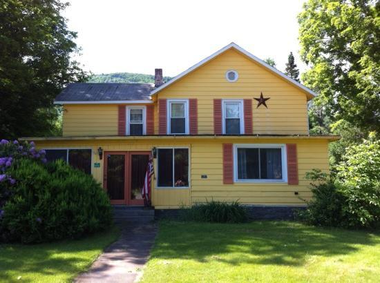 Stanbrook Manor: home sweet home - look for the yellow house with the star