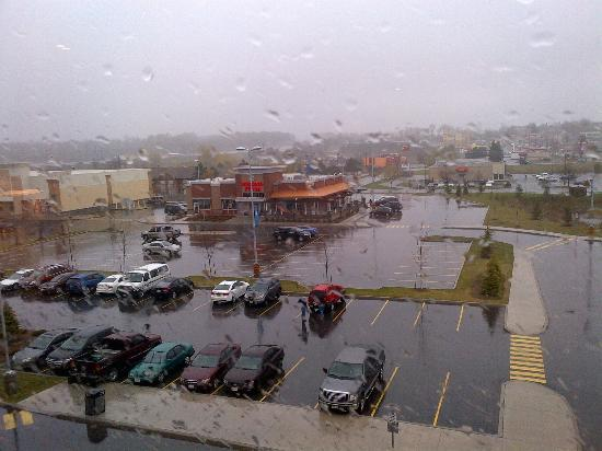 Courtyard by Marriott Kingston Highway 401 / Division Street: view from the room - heavy downpour outside