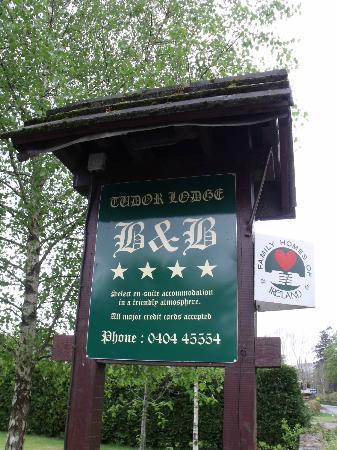 Tudor Lodge: Look for their sign!