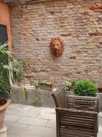 Ca' della Corte: courtyard