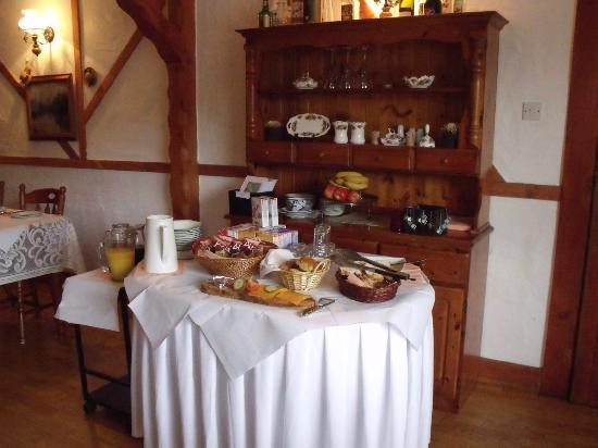 Tudor Lodge: mini breakfast buffet