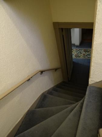 Victorian Inn Bed and Breakfast: Stairs