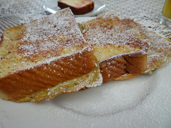Victorian Inn Bed and Breakfast: Coconut french toast