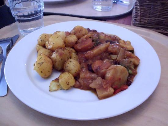 Restaurang Solrosen: Chilli with underdone potatoes hidden inside