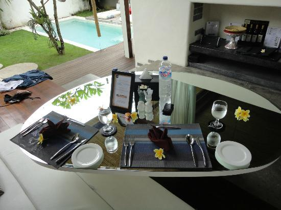 Kiss Bali: Dining area of 1 bedroom