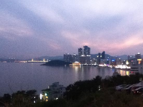 Toyoko Inn Busan Haeundae: 月見の丘からみる夜景