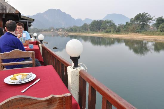 The Elephant Crossing Hotel: Breakfast time at outdoor restaurant