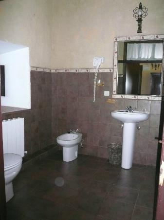 Palacio de los Alvarado: Baño de la habitación (2)