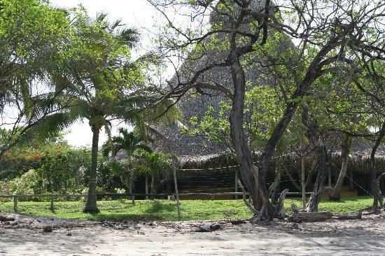 Hotel Playa Negra: This is the restaurant viewed from the beach.