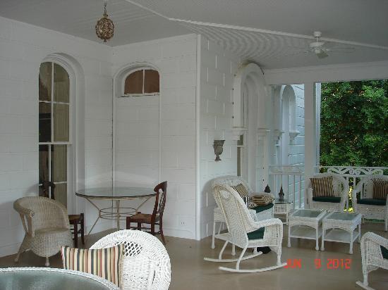Mayhurst Inn: Verandah