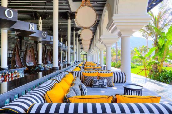 InterContinental Danang Sun Peninsula Resort: Beach Bar