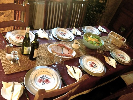 Appleton's Farmhouse : Table laid for dinner.