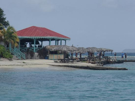 Pusser's Marina Cay Hotel and Restaurant: Taken from the boat while docking