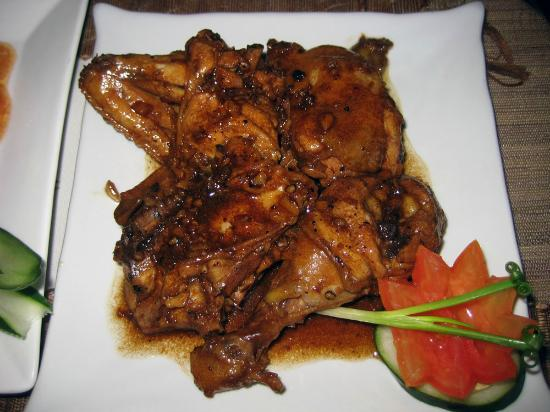 Butanding Bar and Restaurant at Giddy's Place: Adobo