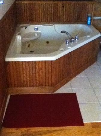 Buffalo Rock Lodge: Each room has a jacuzzi style tub