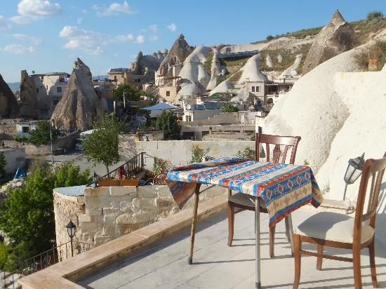 Lalezar Cave Hotel: 外の眺め