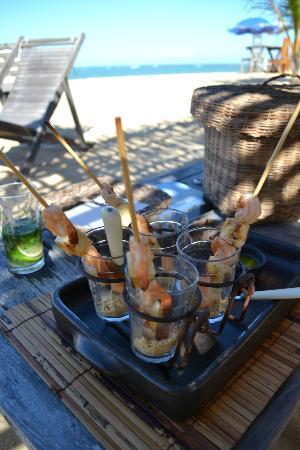 UXUA Casa Hotel & Spa: petiscos no bar da praia