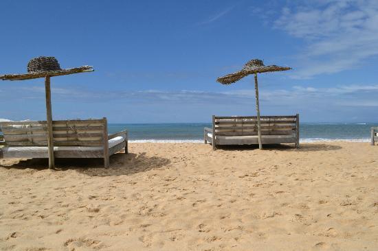 UXUA Casa Hotel & Spa : chaises longues no bar da praia