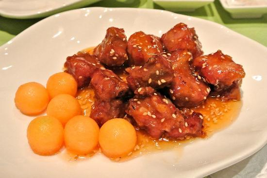 Hoi King Heen (Mody Road): pork spare ribs in honey prune sesame seed glaze